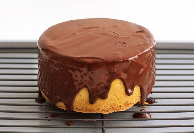 Cómo bañar una tarta con chocolate