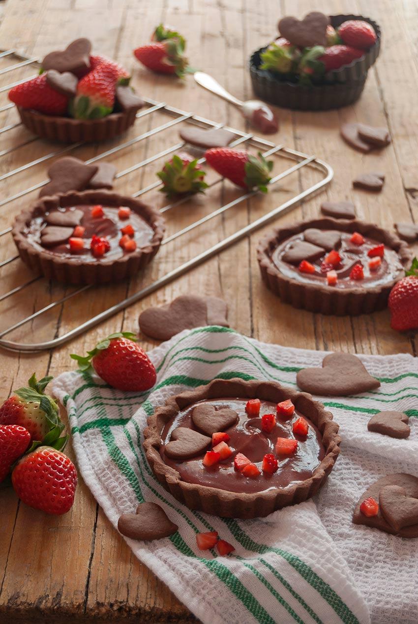 tartaletas de chocolate y fresa